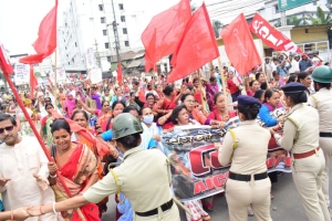 CITU and AICCWW (CITU) Congratulates Working Women  for the historic Jail Bharo on 6 March 2020