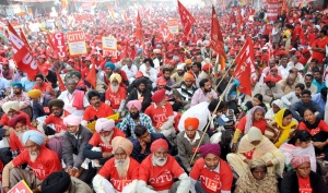 Intensify struggle to reverse anti national policies of Modi government! Massive 'mahapadav' calls upon the working class